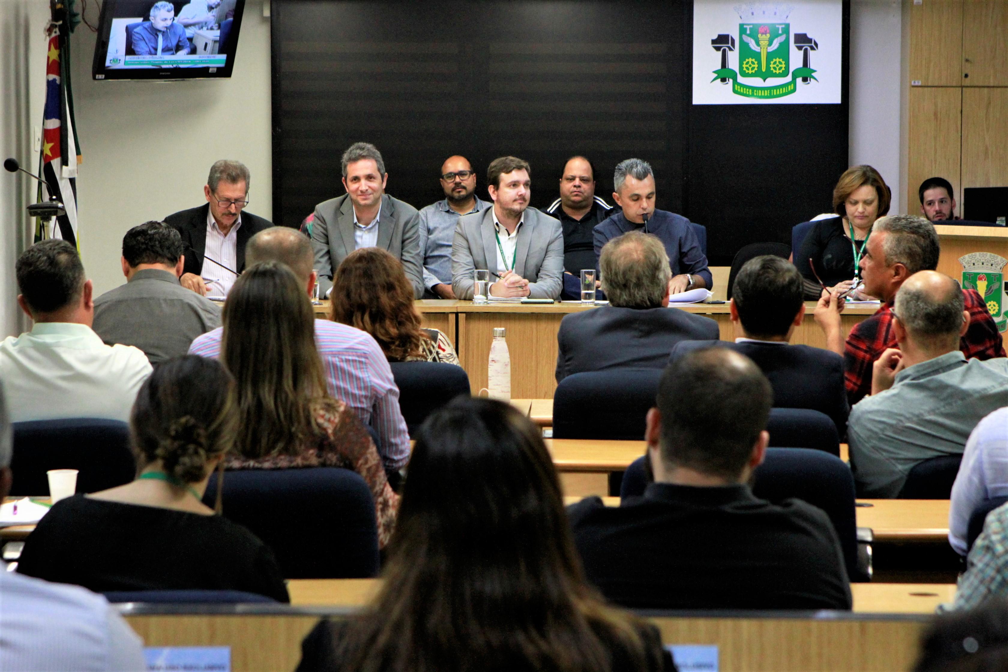 Lei de Diretrizes Orçamentárias é debatida em audiência e segue para o plenário