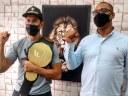 Lutador osasquense de MMA visita Câmara Municipal