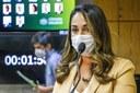 Parlamentares comemoram aprovação no Senado de projeto que cria programa de proteção e promoção da saúde menstrual