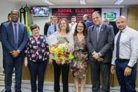 Professora de Osasco, vencedora do Prêmio Educador Nota 10, recebe homenagem na Câmara